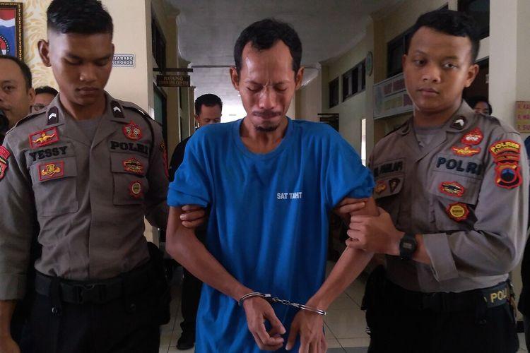 K (33) tersangka pembunuhan dan pelecehan seksual terhadap bocah SD berinisial MR di Banjarnegara, Jawa Tengah.