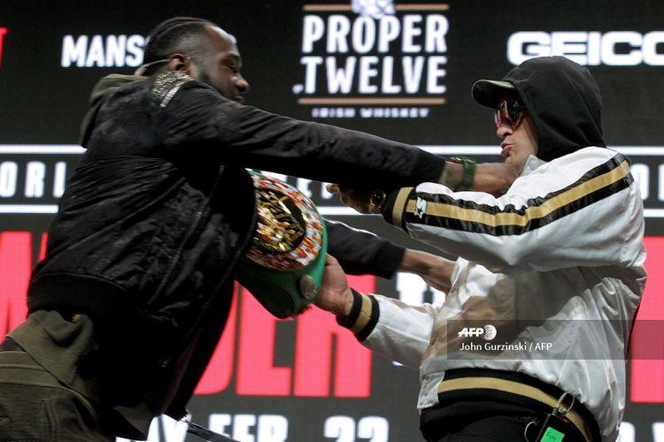 Petinju asal Amerika Serikat, Deontay Wilder, terlibat perselisihan dengan petinju Inggris, Tyson Fury, pada sesi konferensi pers di MGM Grand Las Vegas, pada 19 Februari 2020. Kedua petarung bakal berduel untuk Sabuk Juara WBC pada Minggu (23/2/2020) pagi WIB.