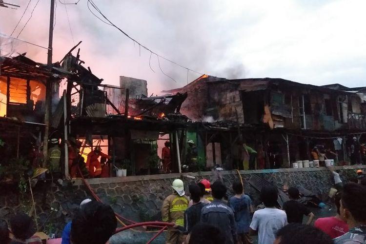 Kebakaran di kawasan perumahan padat penduduk di Jalan Rasamala IX, Menteng Dalam, Tebet, Jakarta Selatan terjadi pada Rabu (13/1/2021) sekitar pukul 17.32 WIB.