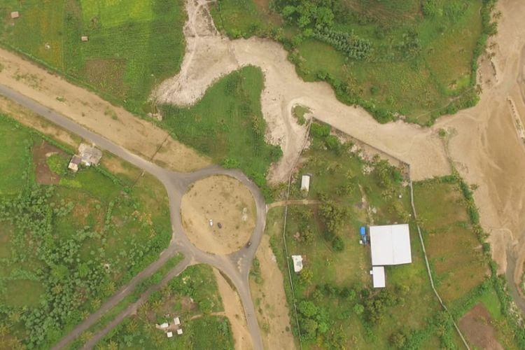 Denah lokasi tribun utama sirkuit Mandalika di kawasan KEK Mandalika, Kuta Lombok, Lombok Tengah, dilihat menggunakan drone, Sabtu (23/2/2019).