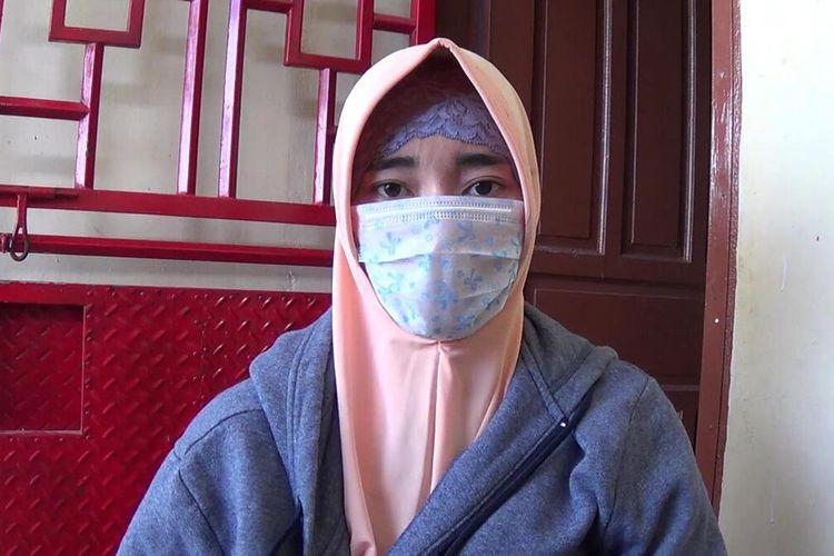 HI (26) Isteri Harum Masiku saat melakukan wawancara dengan Kompas.com. Selasa, (21/1/2020).
