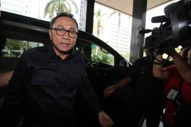 Ketua MPR Zulkifli Hasan kembali diperiksa Komisi Pemberantasan Korupsi di Jakarta, Rabu (12/11/2014). Zulkifli diperiksa sebagai saksi bagi tersangka Gulat Manurung terkait alih fungsi hutan di Riau. (TRIBUNNEWS/DANY PERMANA)