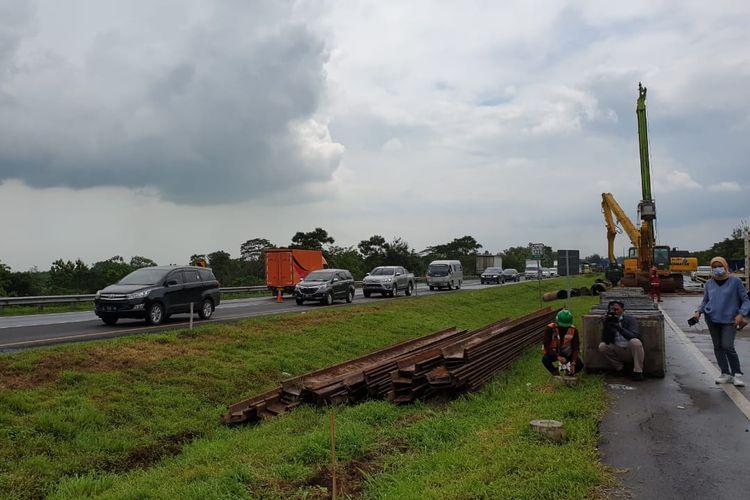 Astra Tol Cipali memulai pembangunan jalan sementara sepanjang 200 meter di media Tol Cikopo-Palimanan (Cipali), Rabu (10/02/2021).