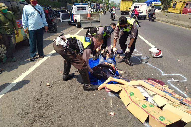Kecelakaan di depan PT. Nissin menyebabkan ibu dan anak meninggal dunia.