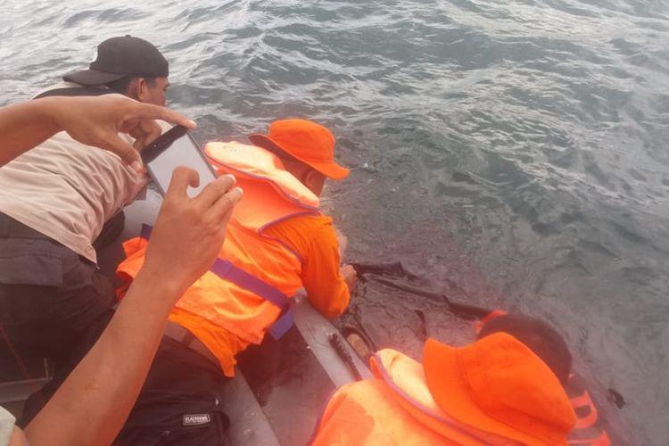 seorang nelayan di Kecamatan Kapuntori, Kabupaten Buton, Sulawesi Tenggara ditemukan tewas tenggelam oleh Tim Pos SAR Baubau, di perairan teluk Kapuntori, Sabtu (28/9/2019) siang.