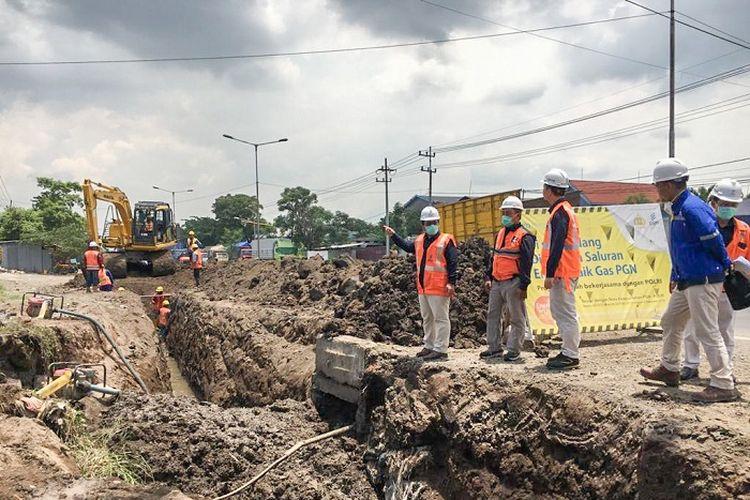 Peninjauan progres pembangunan Terminal LNG Teluk Lamong, Kamis (19/03/2020).