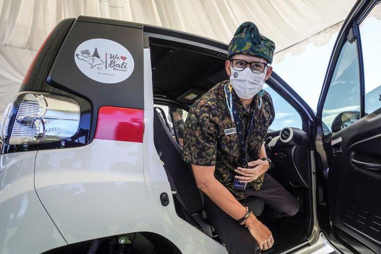 Manparekraf Sandiaga Uno jajal mobil listrik mungil Toyota di Bali