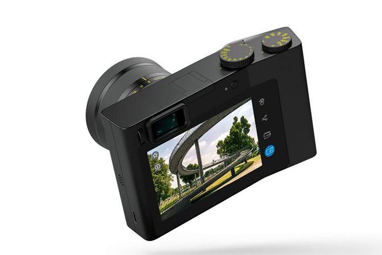 Kamera Zeiss ZX1 yang menjalankan varian sistem operasi Android