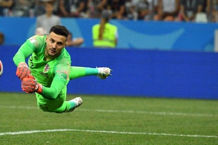 Kiper Kroasia, Danijel Subasic, melakukan penyelamatan pada laga babak 16 besar Piala Dunia 2018 kontra Denmark di Nizhny Novgorod, 1 Juli 2018.