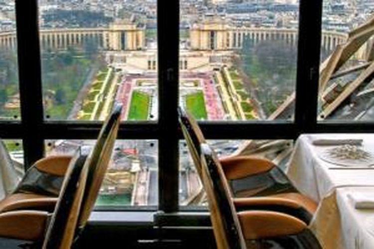 Restoran Jules Verne di Menara Eiffel Paris.