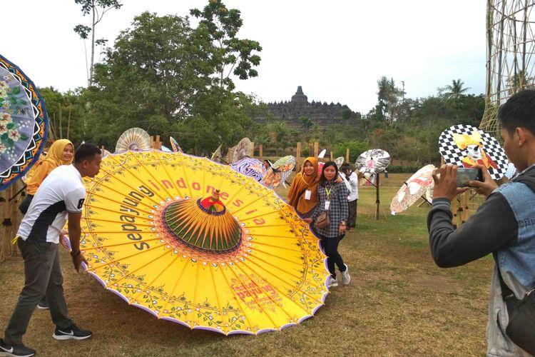 Festival Payung Indonesia ke-5 di Taman Lumbini Candi Borobudur, Magelang, Jawa Tengah, 7-9 September 2018.
