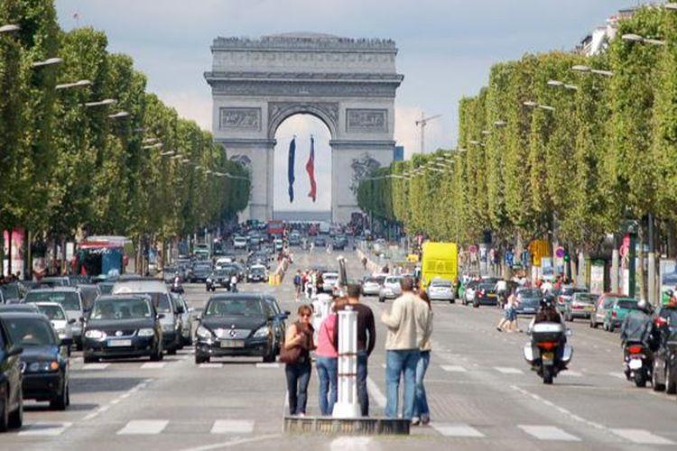 Kota Paris, Prancis menerapkan pembatasan usia kendaraan untuk menggerus polusi udara di kota tersebut.