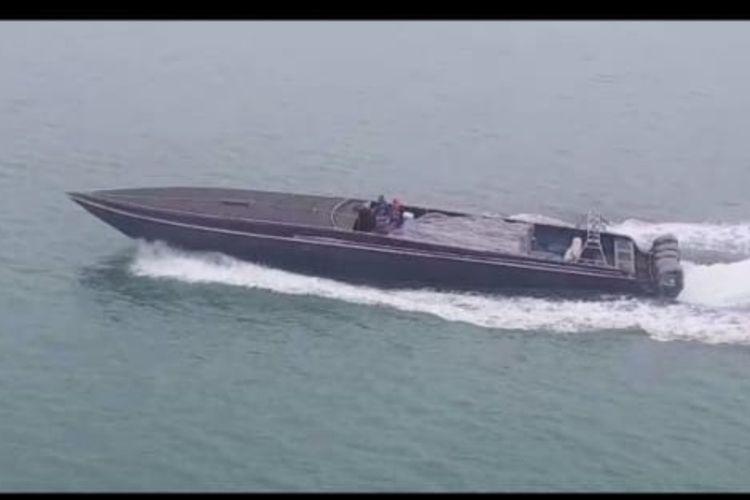 Kapal cepat bermuatan miras dicegat polisi di perairan Toboali, Bangka Selatan.