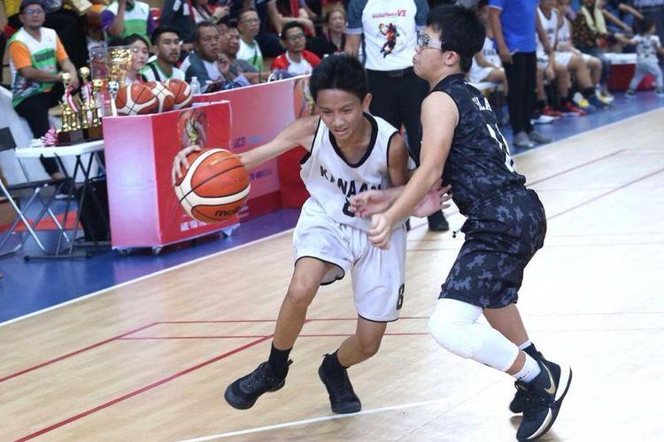 Tim basket SMP Kanaan kalahkan SMP Pahoa 47-40 dalam laga eksibisi bola basket SMP pada ajang SMLBT 2019 di lapangan basket The Breeze, BSD City, Minggu (1/12/2019).
