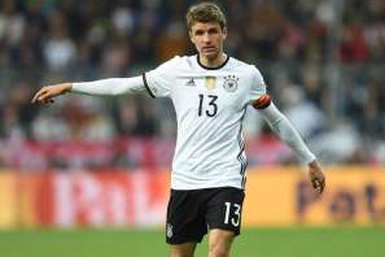 Ekspresi pemain depan, Thomas Mueller, saat melawan Italia pada partai uji coba di Allianz Arena, 29 Maret 2016.
