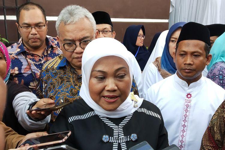 Menteri Ketenagakerjaan (Menaker), Ida Fauziyah saat meresmikan gedung BLK komunitas di Ponpes Daarul Quran Surakarta di Karanganyar, Jawa Tengah, Selasa (26/11/2019).