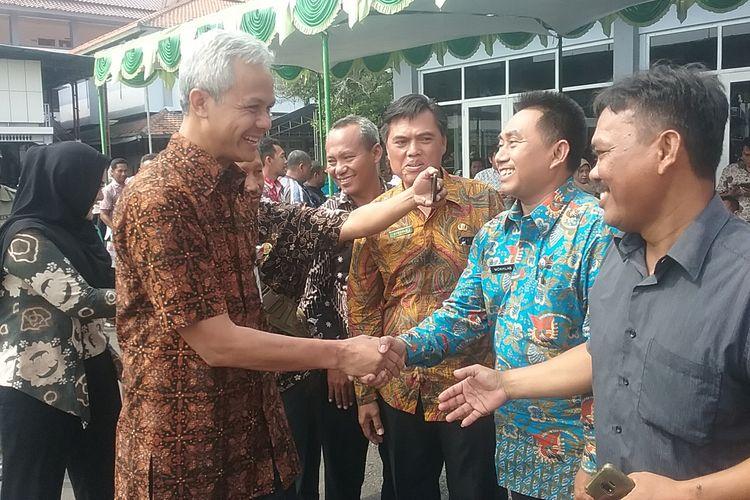 Gubernur Jawa Tengah, Ganjar Pranowo, saat berada di Kendal. KOMPAS.Com/SLAMET PRIYATIN