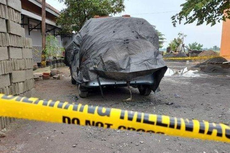 Garis Polisi melintang di Lokasi Penemuan Jasad Terbakar, Cendana, Desa Toriyo, Kecamatan Bendosari, Kabupaten Sukoharjo, Rabu (21/10/2020).