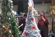 Bikin Pohon Natal dari Barang Bekas, Riki Kebanjiran Pesanan