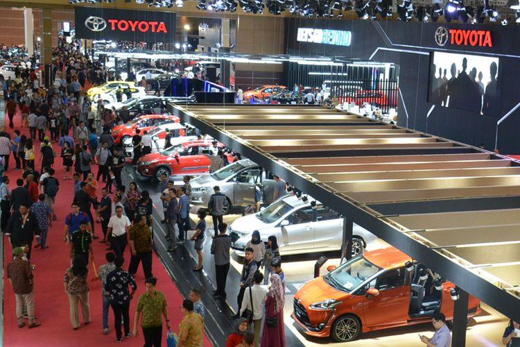 Suasana booth Toyota di IIMS 2017.
