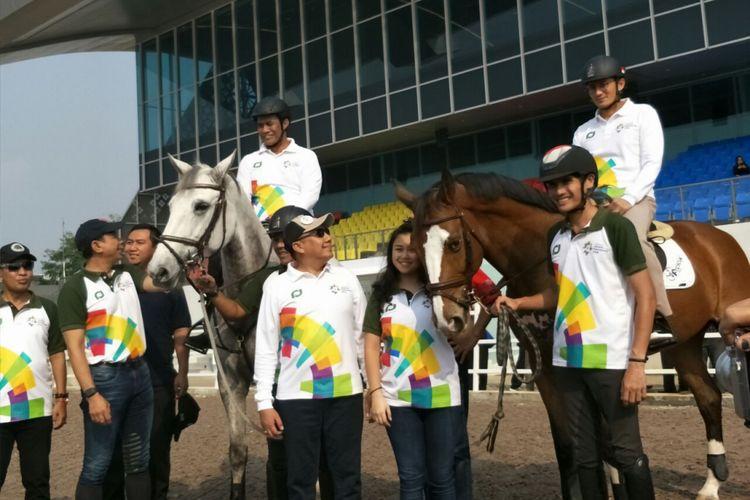 Menteri Pertanian  Andi Amran Sulaiman dan Wakil Gubernur DKI Jakarta Sandiaga Uno meninjau kesiapan Jakarta Internasional Equestrian Park yang menjadi salah satu venue Asian Games, Sabtu (14/7/2018).