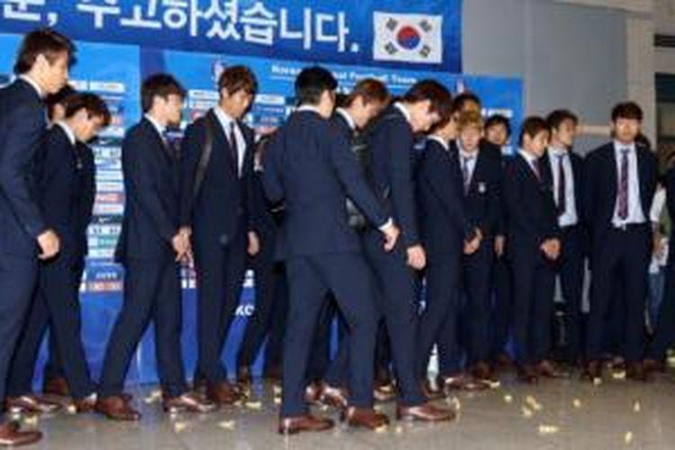 Tim Piala Dunia Korea Selatan disambut lemparan gulu-gula tradisonal