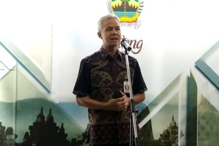 Gubernur Jawa Tengah Ganjar Pranowo saat konferensi pers di Puri Gedeh, Selasa (24/3/2020).