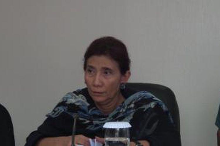 Menteri Kelautan dan Perikanan Susi Pudjiastuti dalam konferensi pers di Kantor Satgas Pemberantasan Penangkapan Ikan Secara Ilegal, Senin (11/1/2016).