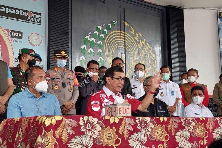 Menteri Hukum dan HAM (Menkumham) Yasonna Laoly saat melakukan konferensi pers di Lembaga Pemasyarakatan (Lapas) Kelas I Tangerang, Kota Tangerang, Rabu (8/9/2021) siang. Sebanyak 41 warga binaan tewas akibat kebakaran yang membakar Blok C 2 Lapas Dewasa Tangerang Klas 1 A pada pukul 01.45 WIB Rabu dini hari.