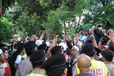 Anggotanya Dipukul Penghadang, DPC PDI-P Jaktim Demo Polres Jaktim