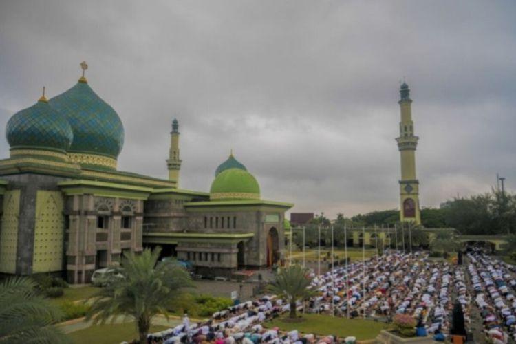 Ilustrasi : Shalat Idul Fitri di halaman Masjid Agung An Nur Pekanbaru tahun 2019 lalu. Dok Istimewa