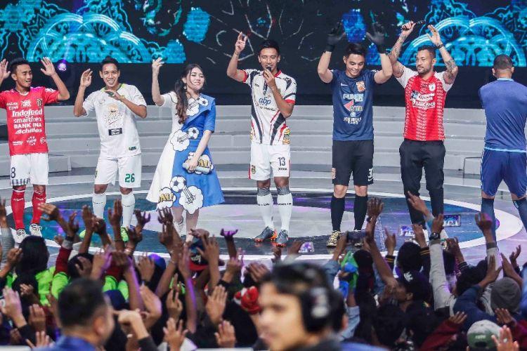 Via Vallen meriahkan acara launching Liga 1 di Studio 5 Indosiar, Senin (19/3/2018).
