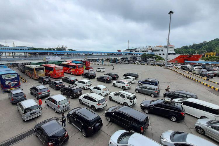 Kondisi Pelabuhan Merak, Banten siang tadi