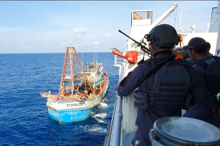Badan Keamanan Laut (Bakamla) berhasil mengamankan kapal ikan asing asal Vietnam yang melakukan pencurian ikan di Laut Natuna Utara, Kepulauan Riau, Kamis (29/10/2020).