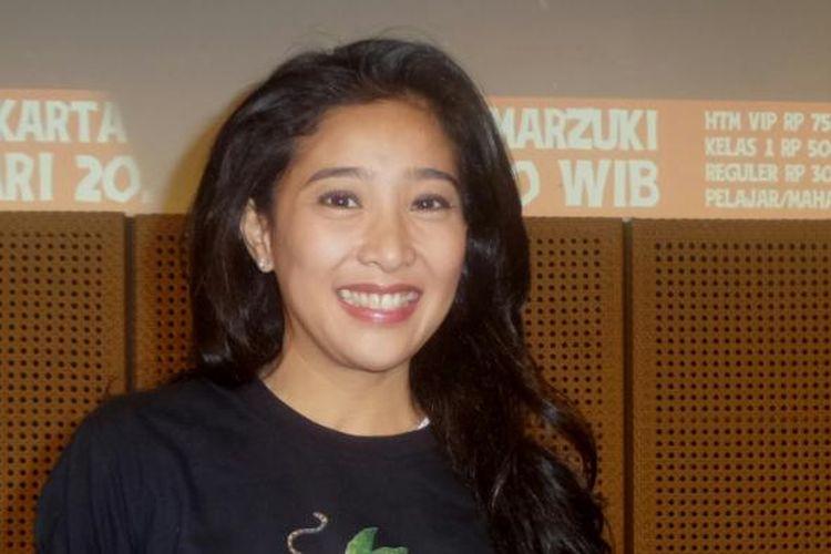 Olivia Zalianty usai konferensi pers teatrikal puisi Manusia Istana di Galeri Indonesia Kaya, Grand Indonesia, Jakarta Pusat, Rabu (18/1/2017) sore.