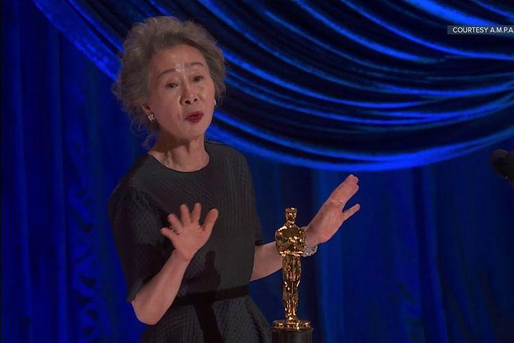 Youn Yuh Jung ucapkan pidato dengan cara berbeda di Oscar.