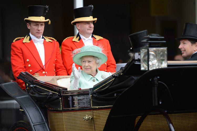Ratu Elizabeth II diketahui menyukai bunga bakung gunung. Bunga itu langsung diasosiasikan dengan Ratu sejak disertakan dalam acara penobatannya.