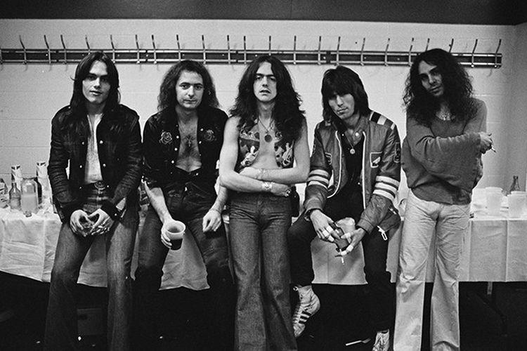 Rainbow adalah band rock lawas yang terbentuk sejak 1975.