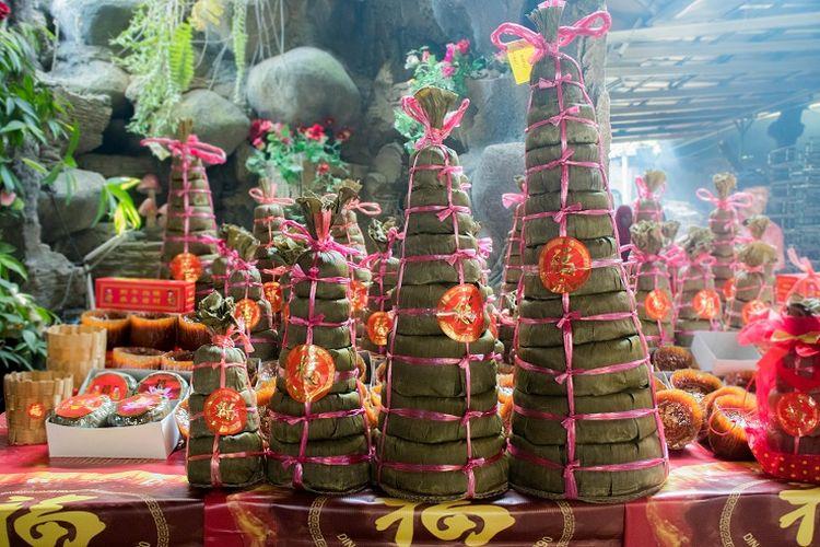 Djohari menuturkan bahwa kue keranjang bertingkat angka ganjil ini kerap kali dibawa saat melakukan sembahyang, Sawangan, Depok, Selasa (14/1/2020).
