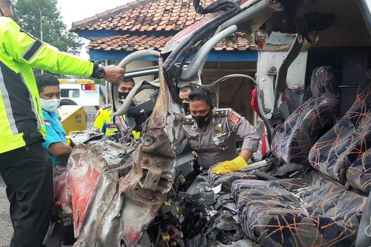 Salah satu kendaraan yang terlibat kecelakan di KM 78 tol.Cipali pada Senin (30/11/2020).