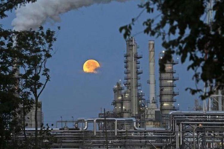 Ilustrasi kilang minyak