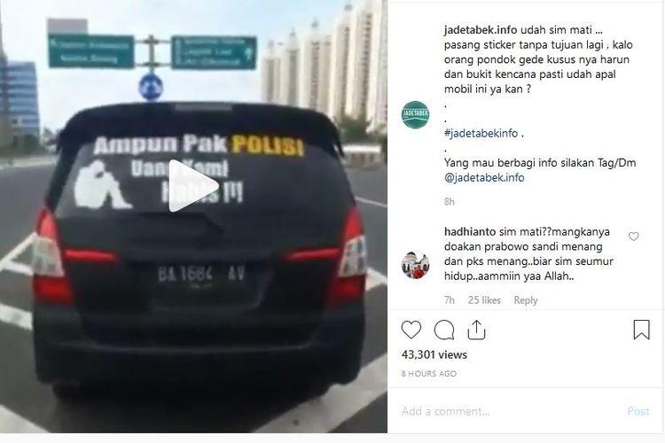 Video mobil dengan stiker Ampun Pak POLISI Uang Kami Habis ditilang aparat kepolisian viral di media sosial.