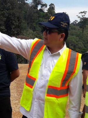 Kepala Balai Pelaksanaan Jalan Nasional (BPJN) XII Refly Ruddy Tangkere tengah menjelaskan kondisi jalan perbatasan Indonesia-Malaysia di Kalimantan Utara