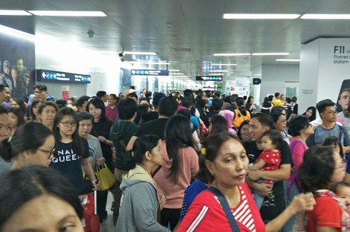 Hari Kedua Lebaran, Stasiun MRT Bundaran HI Dipadati Penumpang