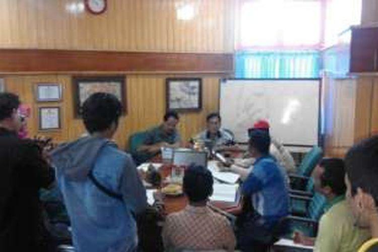 Utusan tokoh masyarakat menemui Kepala Dinas ESDM, Provinsi Bengkulu, BLH, menolak rencana pembangunan PLTU di Provinsi Bengkulu