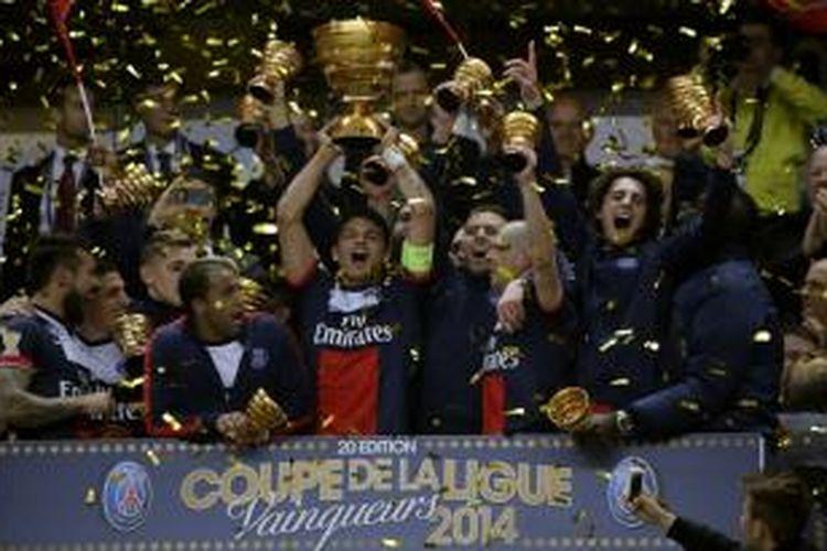 Paris Saint-Germain menjuarai Piala Liga Perancis setelah mengalahkan Olympique Lyonnais 2-1 pada laga final yang digelar di Stade de France, Sabtu (19/4/2014).