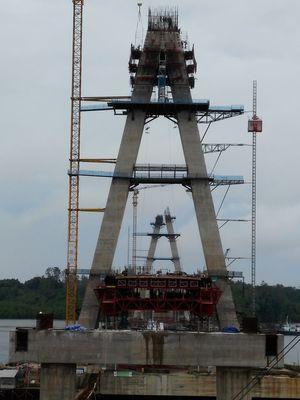Jembatan Pulau Balang terdiri dari dua pilon setinggi 117,5 meter, Kamis (3/10/2019).