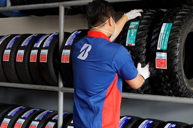 Bridgestone turut mengurangi sampah plastik dengan memperkecil ukuran label produk.
