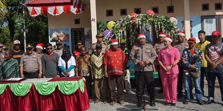 Kapolres Mimika AKBP I Gusti Gde Era Adhinata ketika memberikan sambutan pada peresmian Taman Baca dan Pondok Pi Ajar Binmas Noken, Sabtu (14/12/2019)