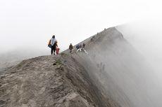 Erupsi, Gunung Bromo Masih Bisa Dikunjungi Radius 1 Kilometer